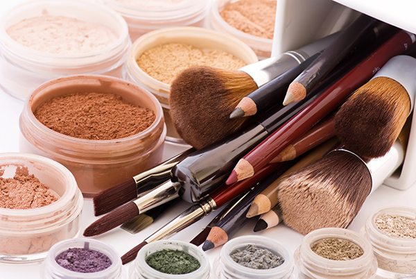 23 Organic & Natural Makeup Products for Pregnant & New Mothers