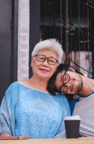 5 Tips for Teaching Our Kids How to Love and Respect their Grandparents